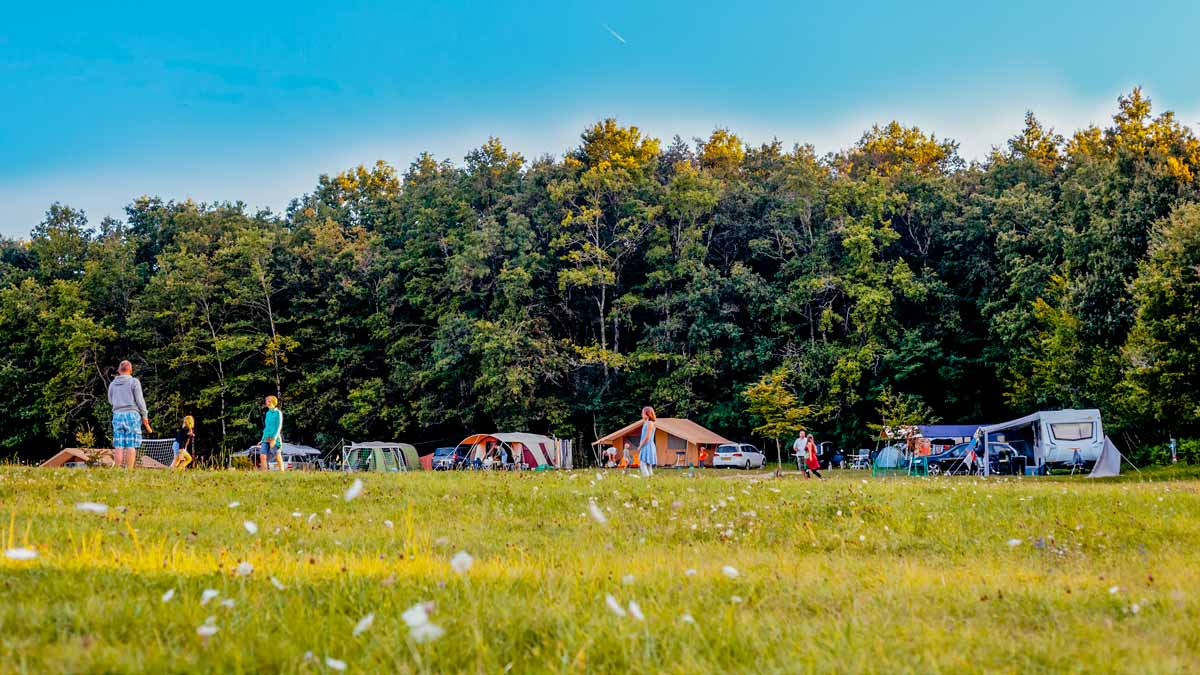 camping emplacement nature dordogne